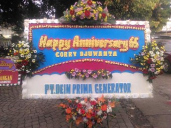 Bunga Papan Happy Anniversary