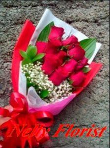 buket mawar merah, jalan ganesa, Tak jarang seorang suami atau istri memberikan kado tersebut pada hari jadi perkawinan atau ulang tahun pasangannya sebagai suatu tanda cinta. Demikian pula hanya semata-mata untuk menjaga keharmonisan bahtera rumah tangga, taman sari